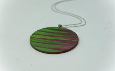 Kette Zigzag rund (apfelgrün – aubergine)